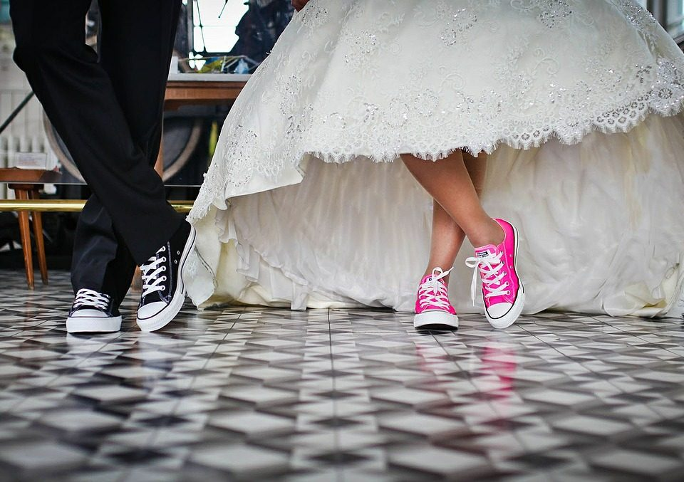 tips to keep your wedding expenses under control