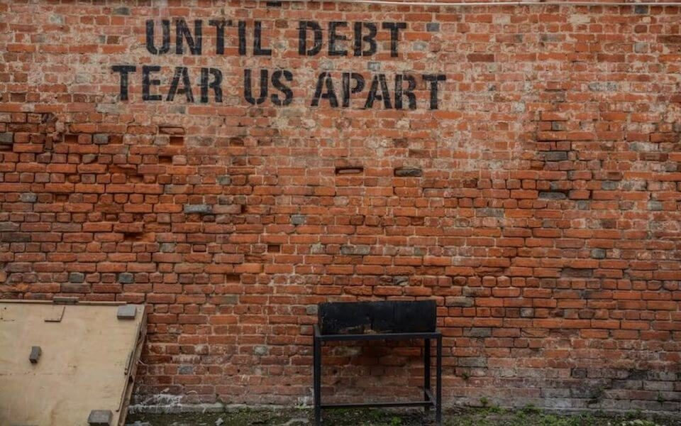 pay mortgage debt invest